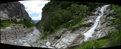 Cascada junto al pueblo de Gondo